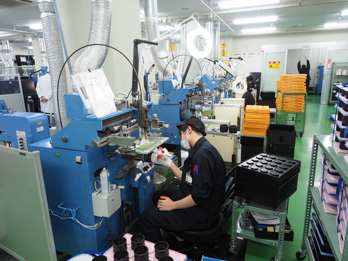 A trip to Sigma lens factory in Aizu - Painting